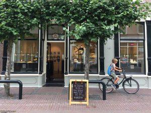winkel front met Guus